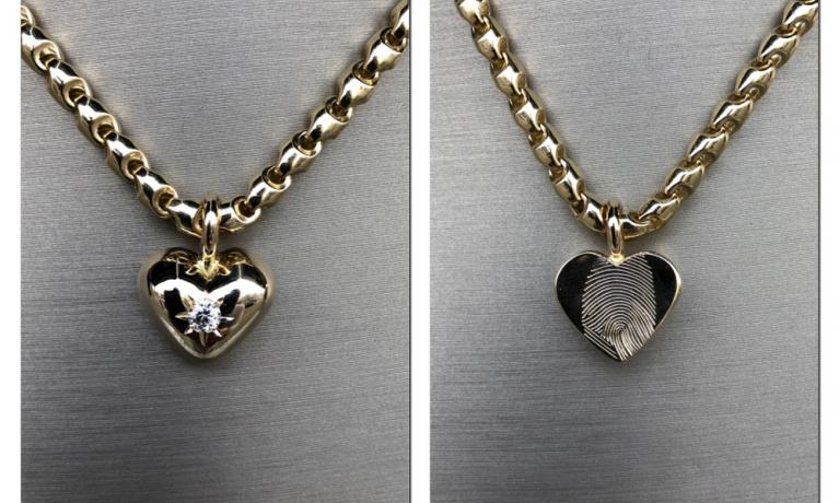 Gouden hart met diamant gemaakt van oud goud. In het hart hebben wij as verwerkt en een vingerafdruk.