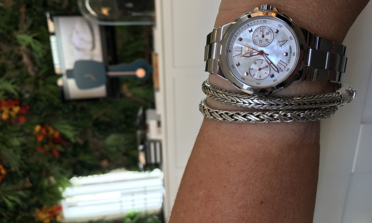 Buddha To Buddha armbanden in combinatie met een Gc horloge.
