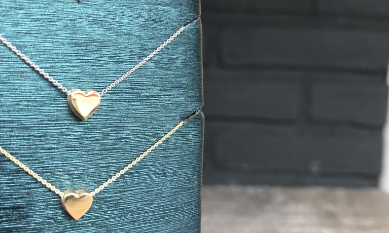 Gouden colliers met hartje, mooi cadeau voor je lieve Valentijn. De colliers zijn leverbaar in geelgoud, witgoud en rosegoud.