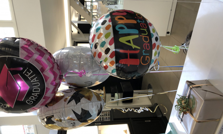 Laat vanaf vandaag je cadeau bezorgen met een mooie ballon van het feesthuis in wateringen.