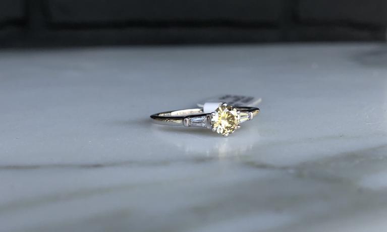 Witgouden ring uit eigen atelier
