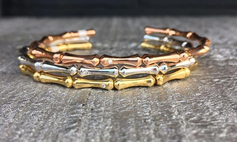 3x gouden armbanden met diamant. Heel mooi om alleen te dragen, maar natuurlijk ook heel mooi als set.
