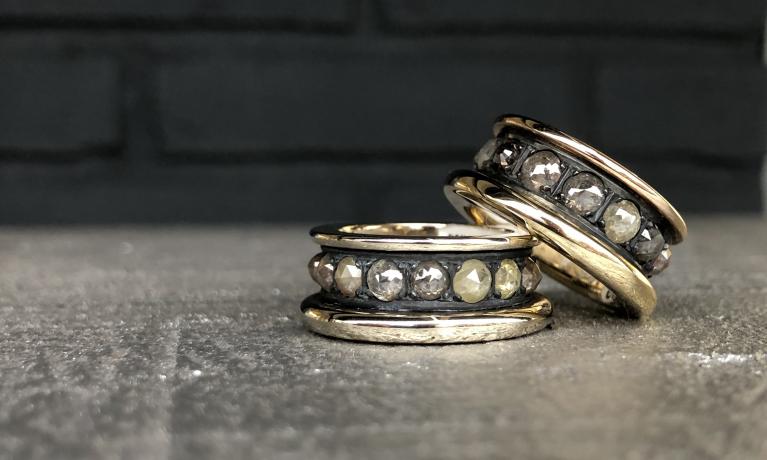 Pianello, gouden sieraden met diamanten in warme natuur tinten