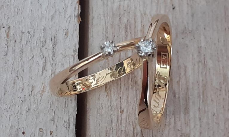 Ringen gemaakt van trouwringen.