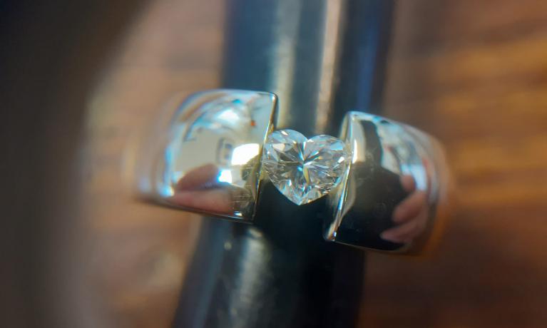 Hart geslepen diamant ring uit eigen atelier.