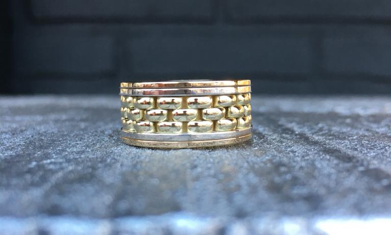 Van een oude armband een nieuwe ring gemaakt. Alles word in eigen atelier voor je gemaakt.