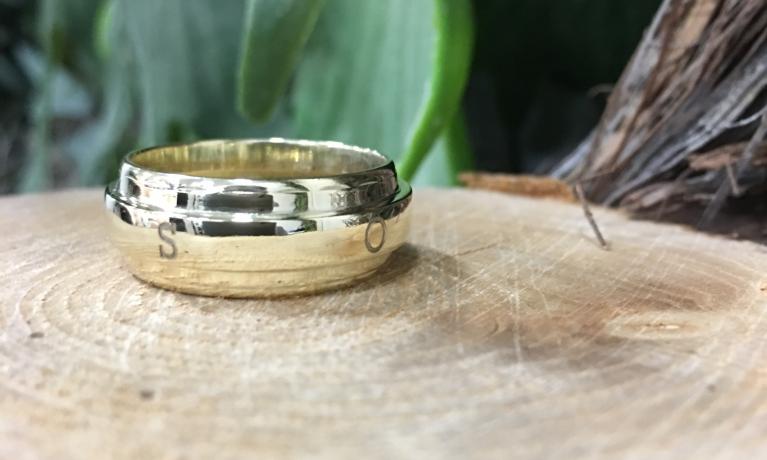 Atelier juwelier & goudsmid Nottet!  Een paar voorbeelden van trouwringen die vermaakt zijn tot een nieuwe ring. Een nieuw sieraad vol mooie herinneringen aan het verleden. Kom vrijblijvend langs om over de mogelijkheden te praten. Alles word gemaakt in e