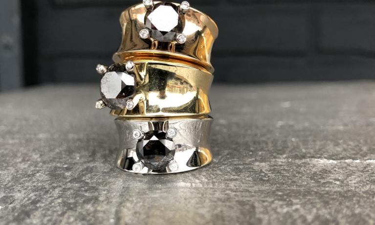 Gouden ringen met natuurlijke bruine diamant van ons eigen sieraden merk.