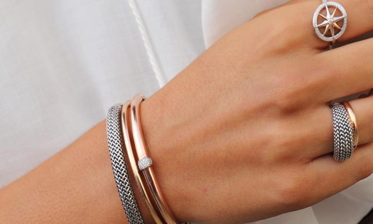 Mooie combinatie van Ti Sento sieraden. Heel vrouwelijk en stoer samen.