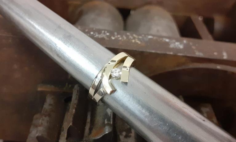 Ring gemaakt van oude sieraden.